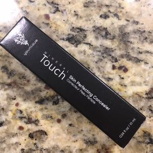 NIB Touch Minerals Skin Perfecting Concealer